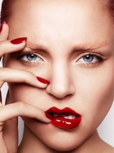 glossy-red-nails-and-lips